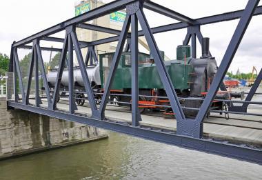 Une anncienne locomotive sur le canal - ©EAS - ADT
