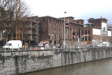 Une vue du chantier: à gauche derrière l'arbre, l'hôtel en construction; au centre, le futur espace formation.  - ©ADT-ATO (JPB)