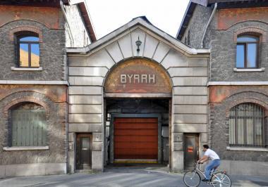 Entrée de l'ancien bâtiment Byrrh - ©EAS - ADT