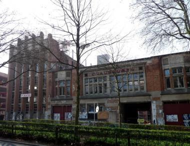 De art-decogevel van de voormalige Bata-fabriek. - ©CH/ADT