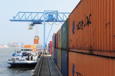 2020 is het tweede beste jaar voor het containervervoer sinds die activiteit wordt uitgeoefend op de Haven van Brussel. - ©Haven van Brussel - Marcel Vanhulst
