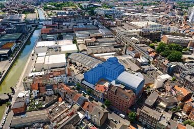 De tijdelijk te gebruiken verdiepingen bevinden zich in de blauw ingekleurde gebouwen op de in het blauw omlijnde Manchestersite - ©sau-msi.brussels (Simon Schmitt - www.globalview.be)